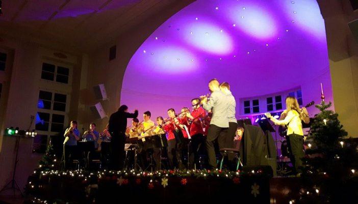 Mit dem schon traditionellen Neujahrskonzert gab das Jugendblasorchester Grimma am Sonntag im Soziokulturellen Zentrum den musikalischen Ton für das neue Jahr vor.
