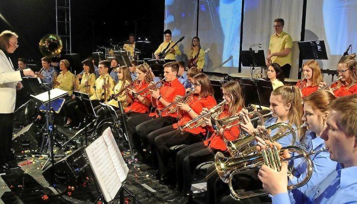 """Zur Ehrenamtsveranstaltung """"Grimma sagt Danke"""" zeigte das Jugendblasorchester unter Leitung von Reiner Rahmlow die ganze Bandbreite seines Könnens. Foto: Frank Schmidt"""
