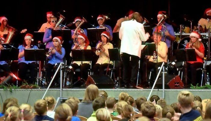 Weihnachtsmusik erklingt in der Muldentalhalle von Grimma. Foto: Frank Schmidt