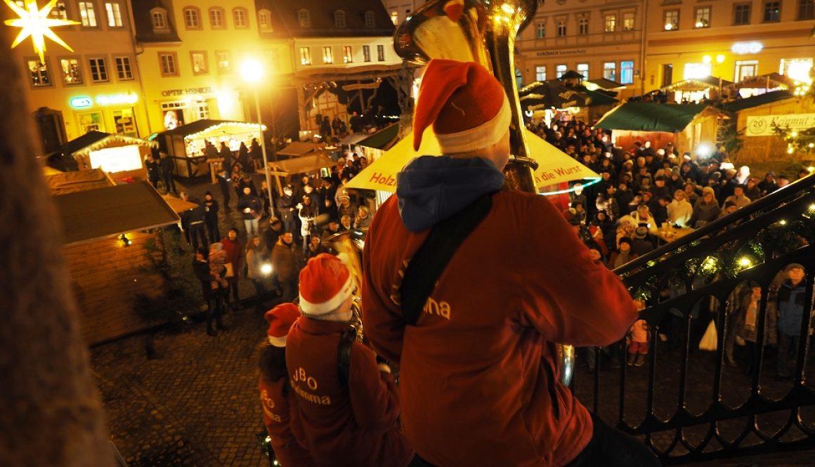 weihnachtliche Trompetenklänge vom Grimmaer Rathaus Foto: JBO Grimma