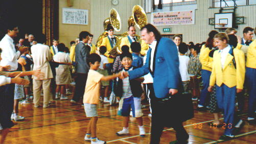 visiting a japanese school / a little performance